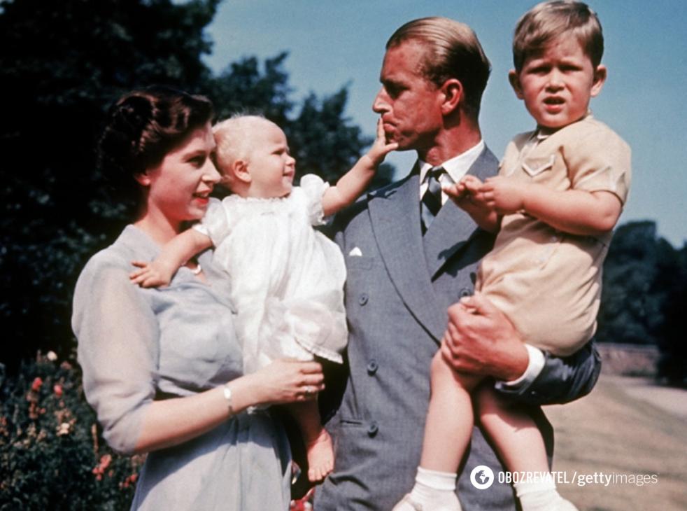 Єлизавета II і Філіп з дітьми.