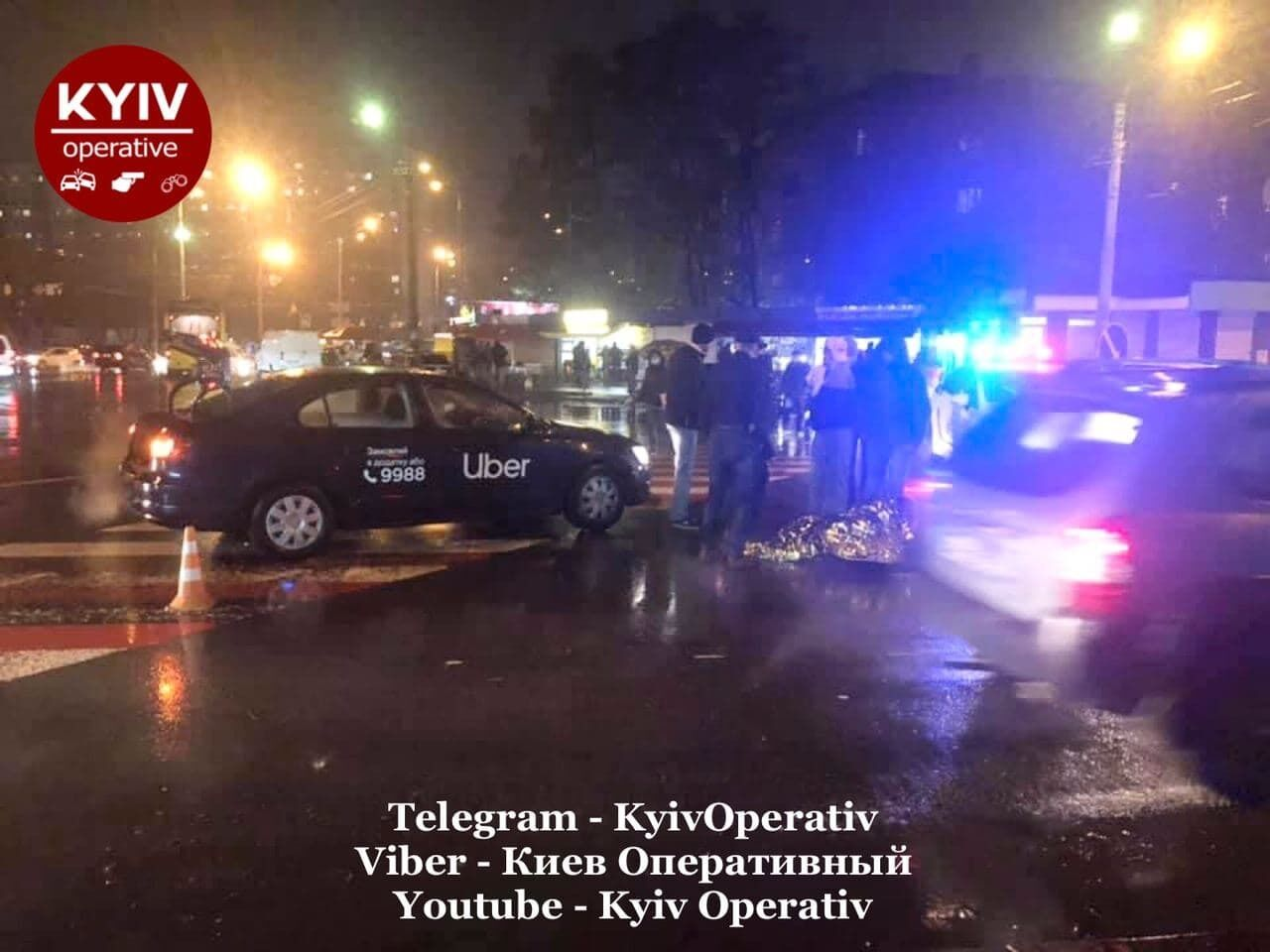 Такси сбило девушку на площади Шевченко в Киеве.