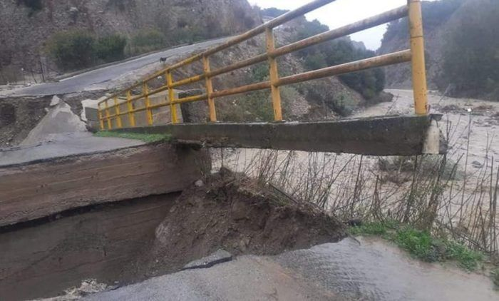 В Мелиссе рухнул мост.