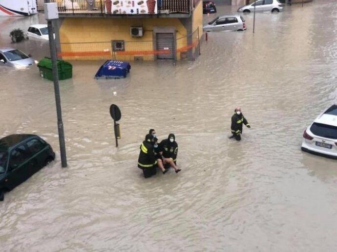 Последствия проливных дождей в Италии.