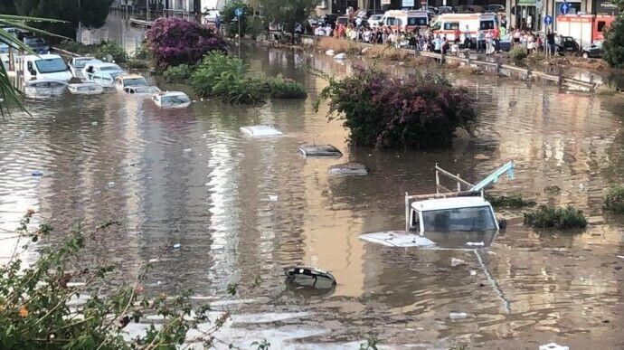 В Италии проливные дожди вызвали наводнения.