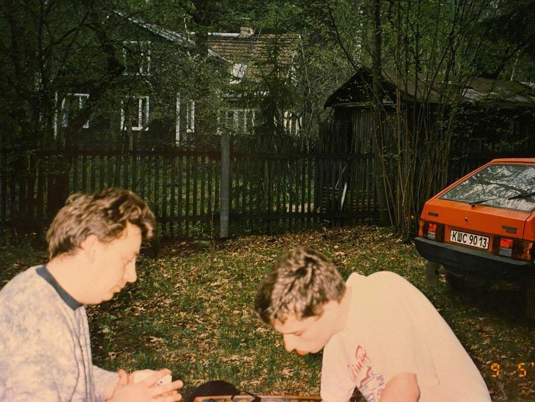 Максим Галкин показал фотографии молодости в сети
