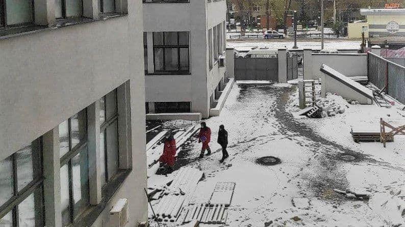 """У Харкові з вікна """"Держпрому"""" випала жінка"""
