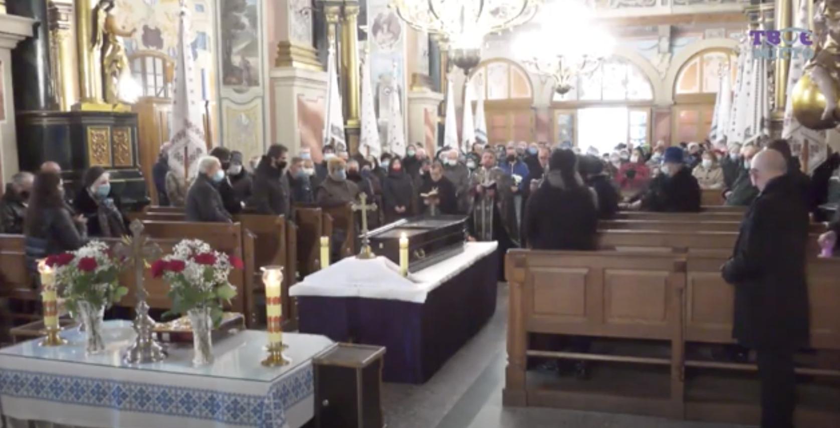 Отпевание Виктюка в Церкви святого Андрея