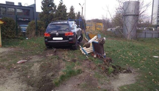 Коп спровокував аварію у Львові