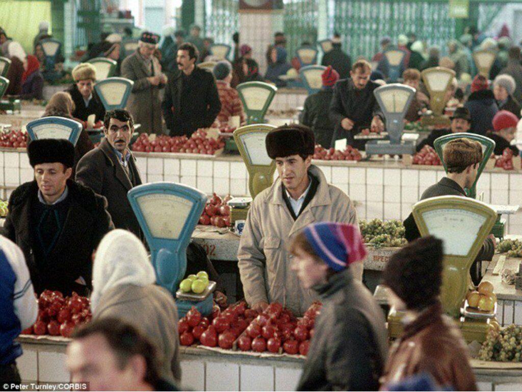 Один из городских рынков, Калуга, СССР, 1991 год
