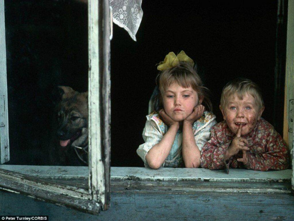 Дети в одном из металлургических городов Сибири, СССР