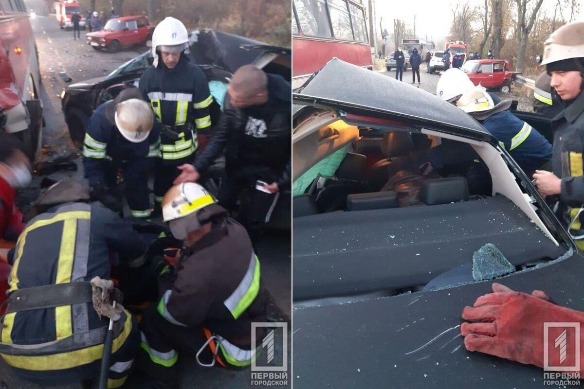 Рятувальники витягли з авто загиблого пасажира