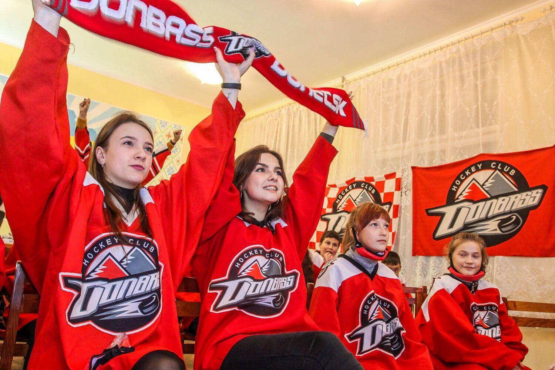 Организаторы хотят популяризировать спорт, хоккей и футбол в частности, прививать молодежи привычку вести здоровый образ жизни