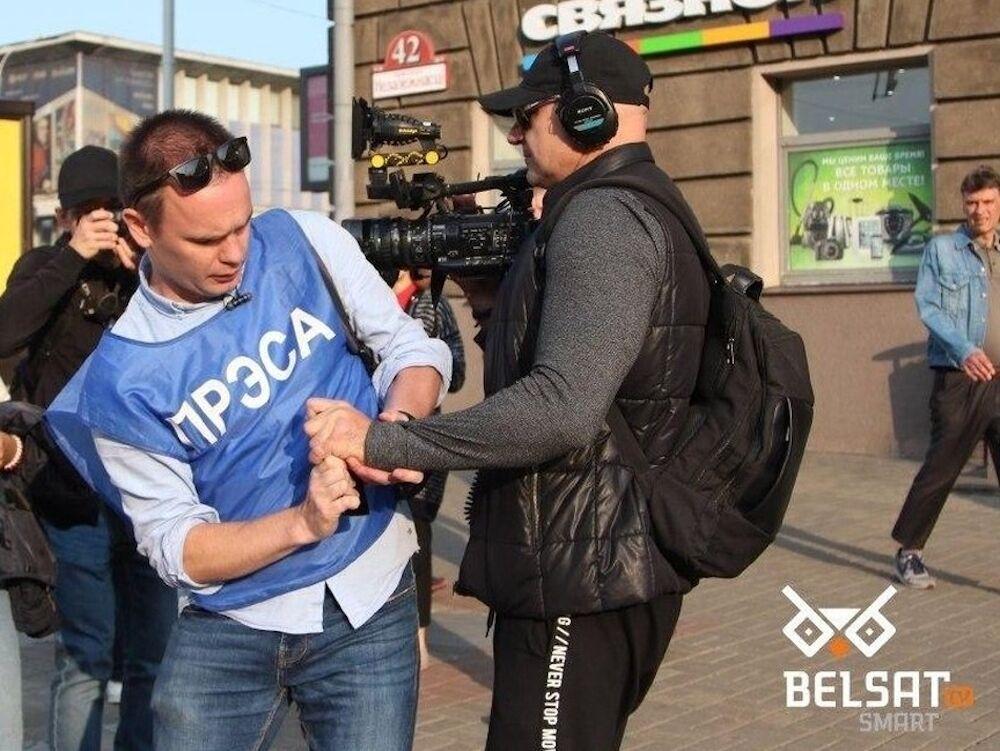 Нападение оператора Russia Today на белорусского журналиста в Минске