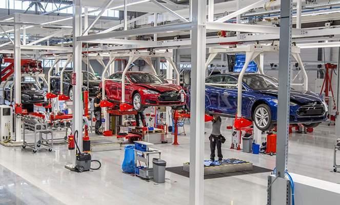 Автомобильные компании считают производство электрокаров вредным и опасным процессом.