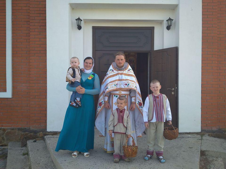 У ДТП загинули дружина і син священика.