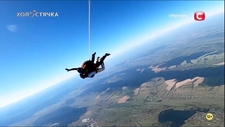 Андрей Шатырко и Ксения Мишина прыгнули с парашютом