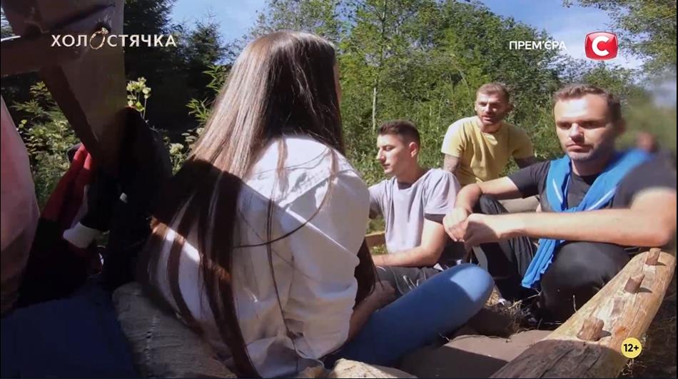 """Ксения Мишина с участниками шоу """"Холостячка"""""""