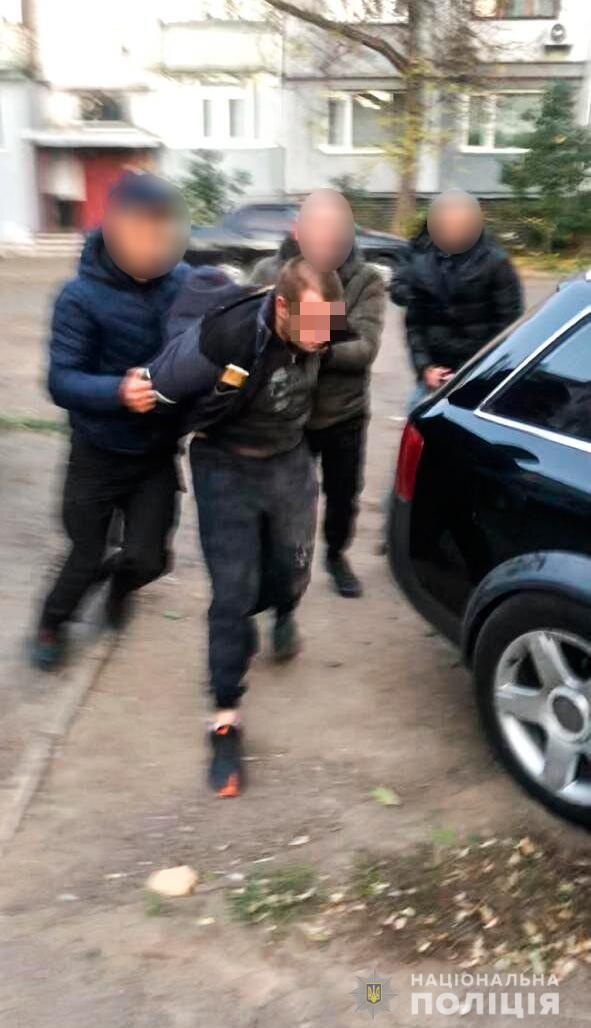 Правоохоронці провели спецоперацію із затримання трьох основних фігурантів