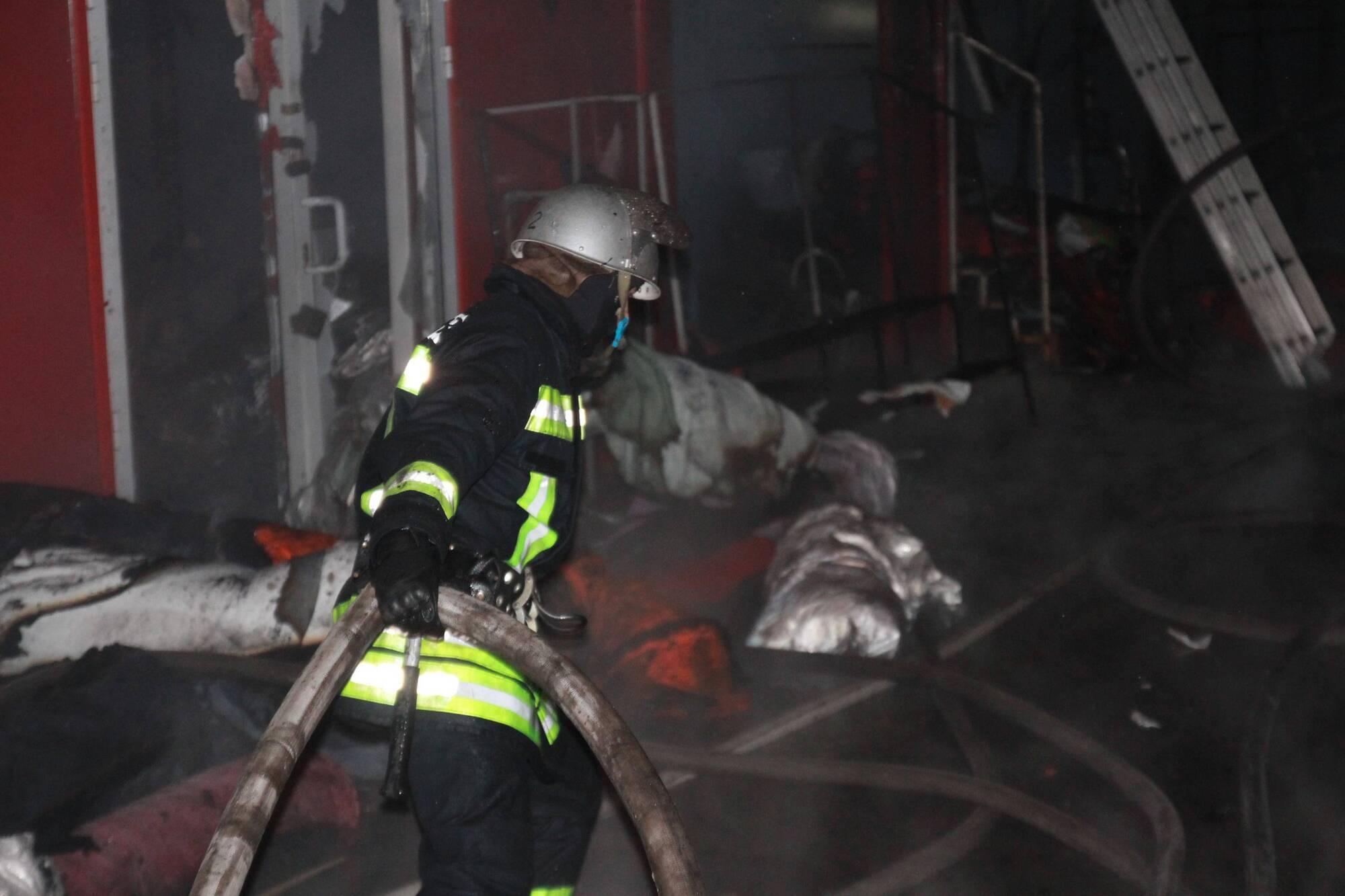 Всього пожежу гасили близько 100 чоловік особового складу