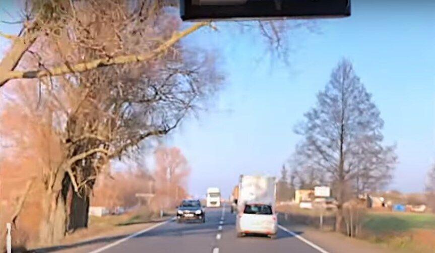 Водители не пропускали бригаду скорой, которая спешила на ДТП.
