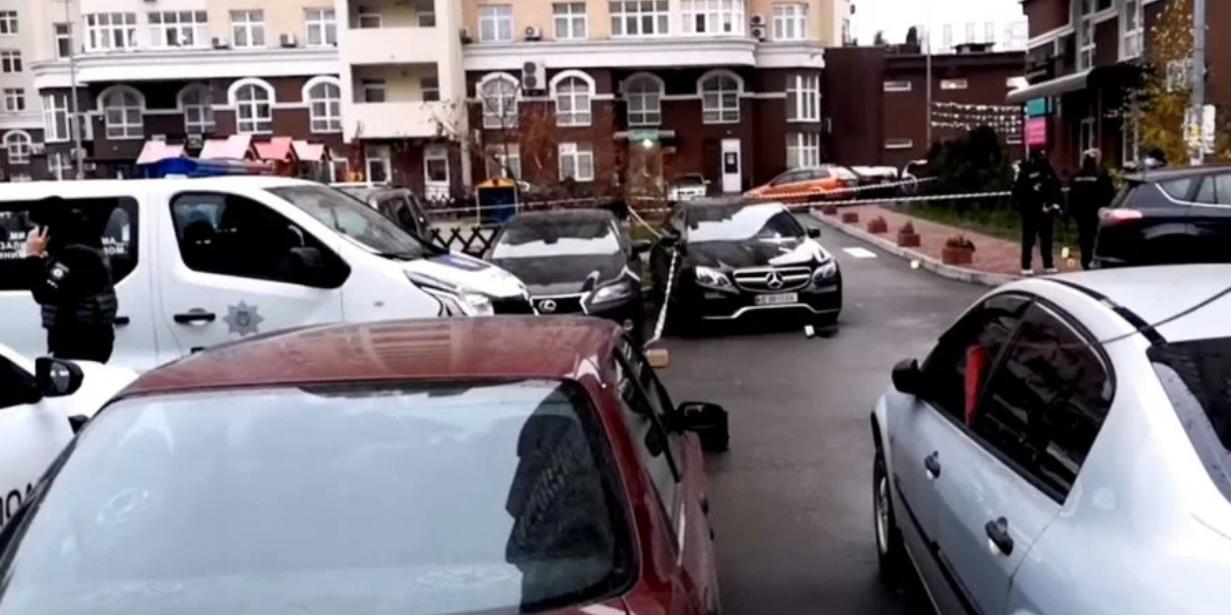 У Києві обстріляли авто.