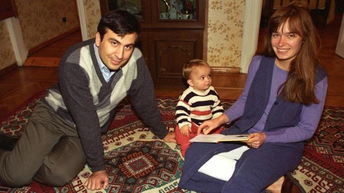 Саакашвили с женой и сыном в молодости