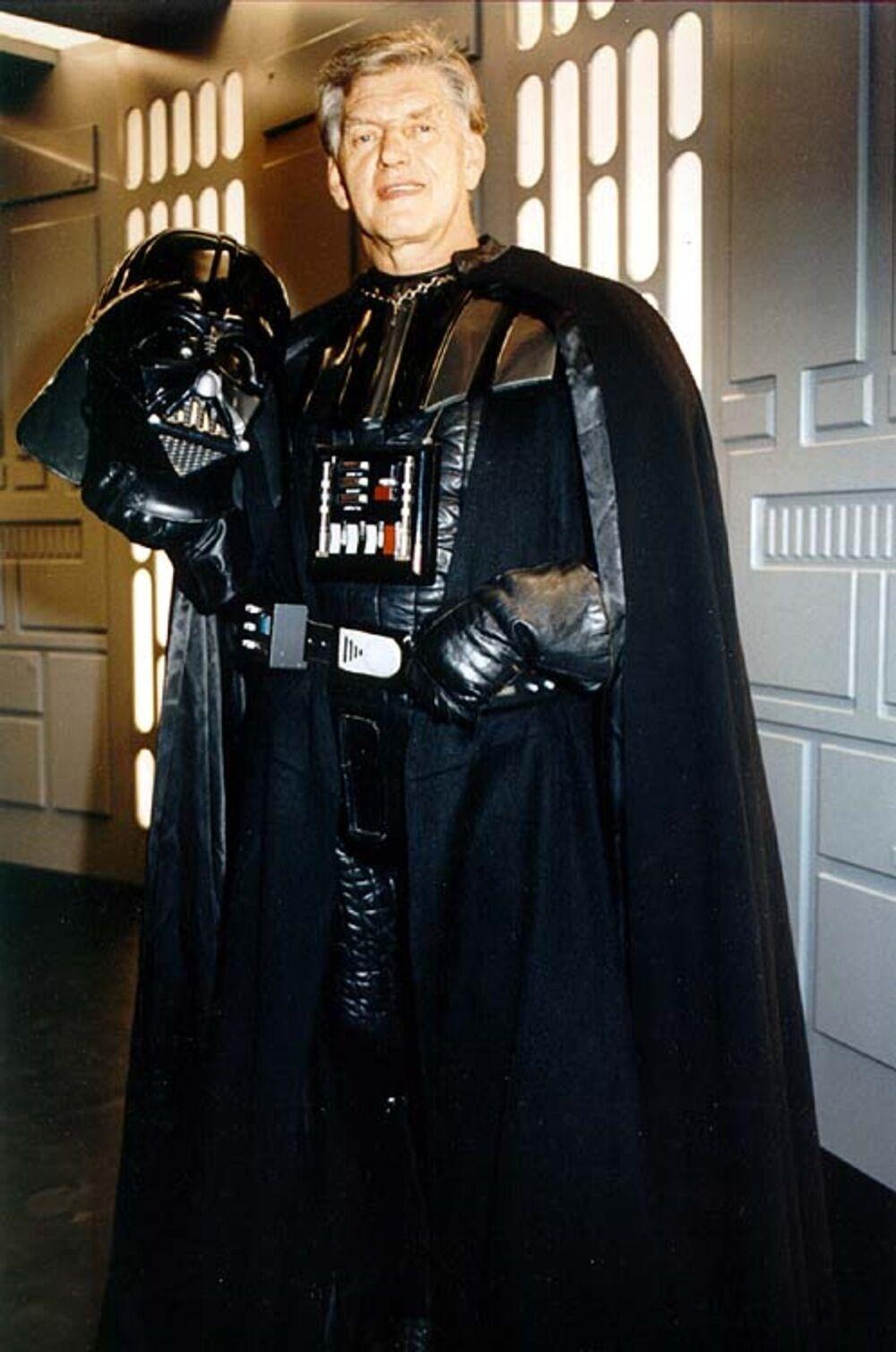 Дэвид Проуз в роле Дарта Вейдера.