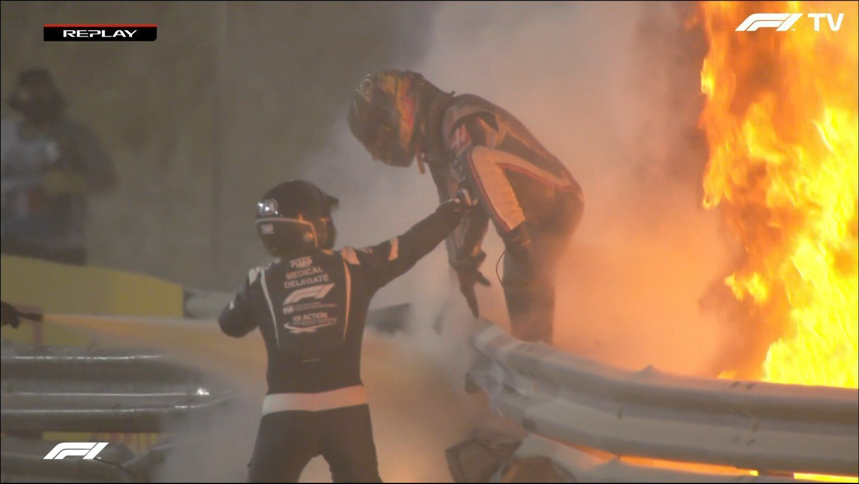Роман прыгает из горящей машины
