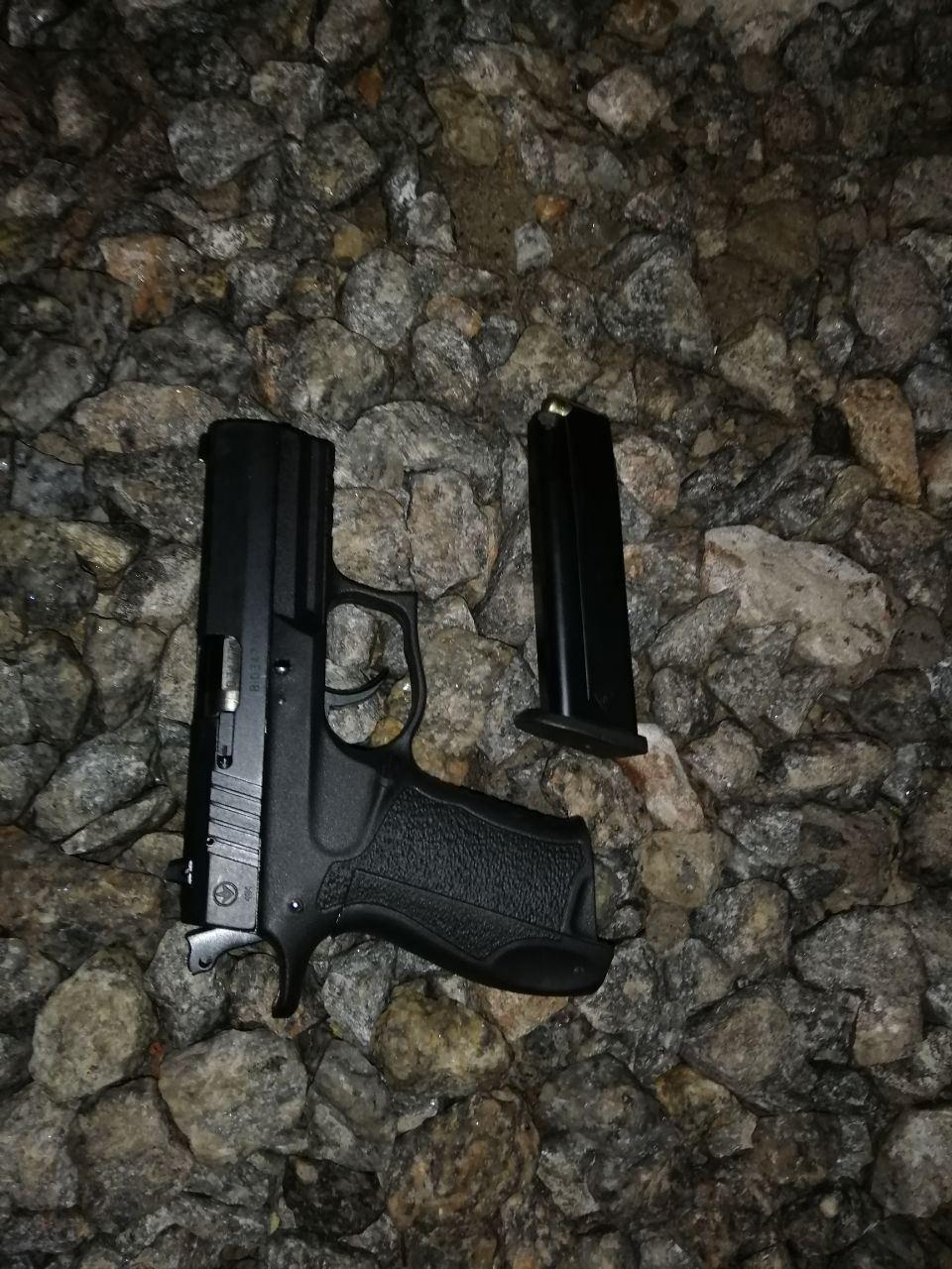 Під час обшуку в злочинців знайшли зброю