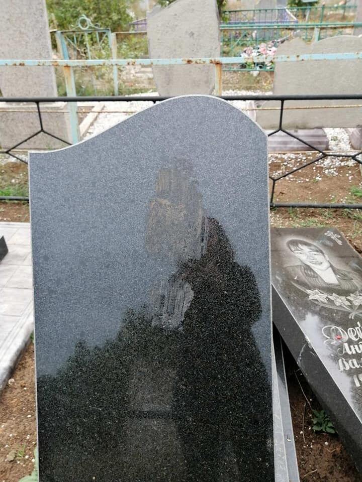 """Відкрито провадження за статтею """"наруга над могилою"""""""