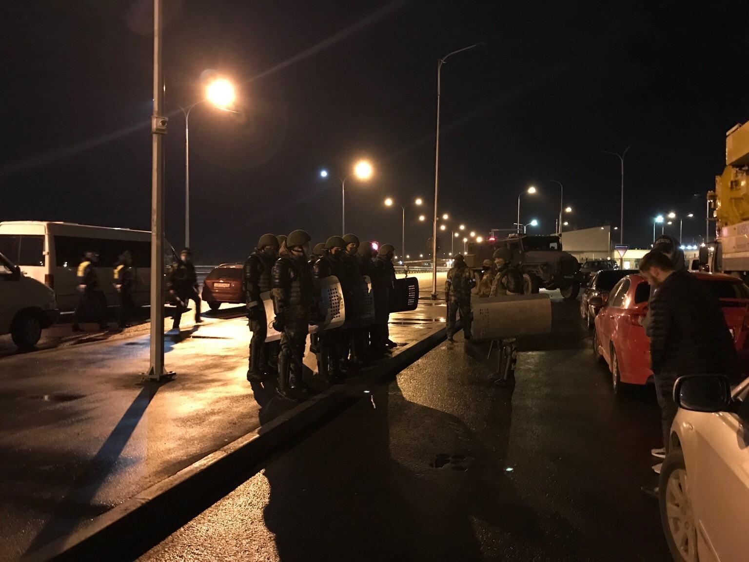 Кримських татар затримали біля Керченського моста.
