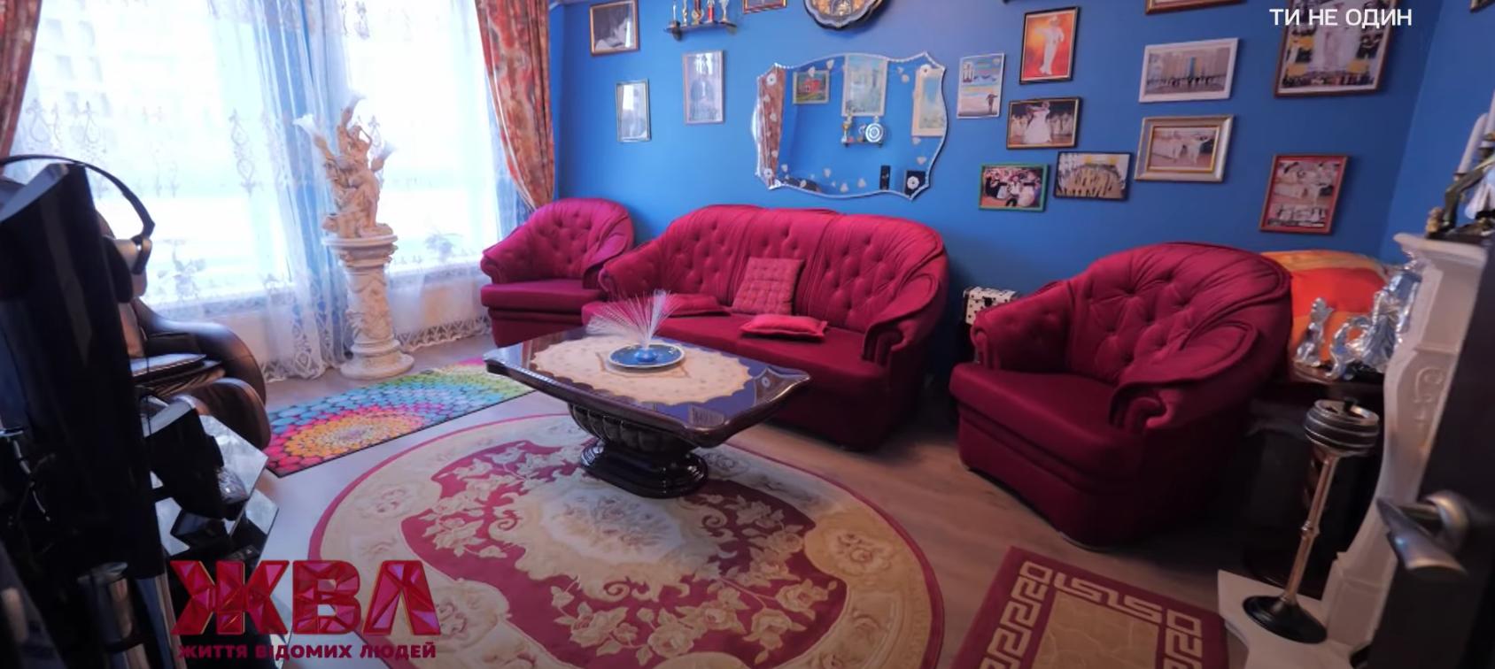 Вітальня в квартирі, де мешкає Чапкіс.