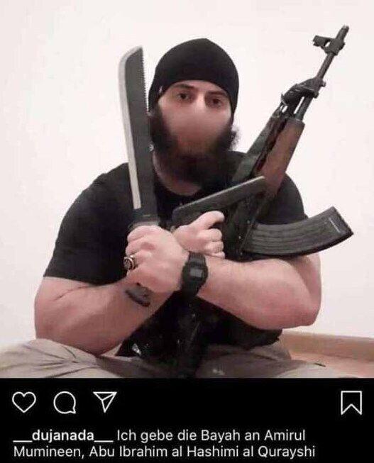 Предполагаемый террорист публиковал свое фото с оружием в Instagram.