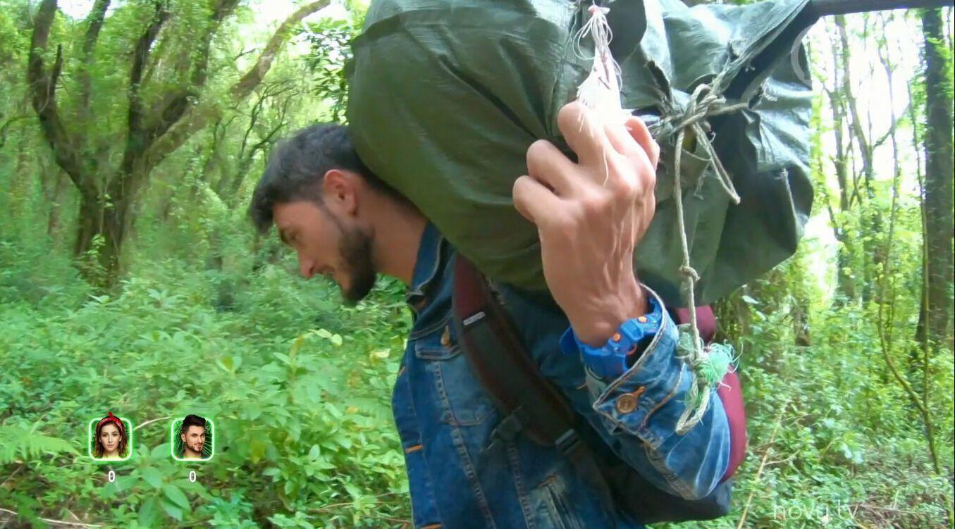 Макс Узол піднявся на Кіліманджаро з вантажем на голові.