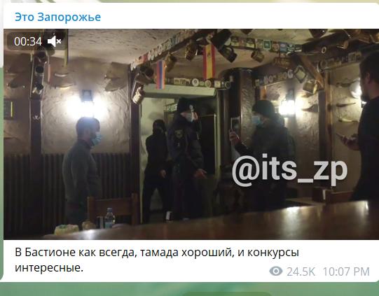 В Запорожье владелец кафе ударил активиста тортом