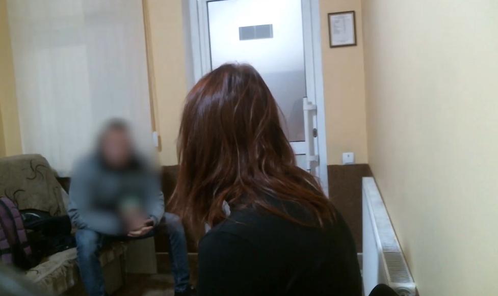 Задержанная гражданка Молдовы во время допроса