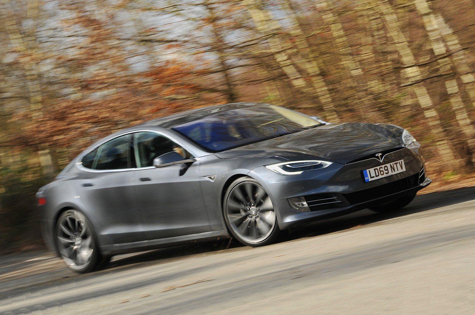 Tesla Model S - автомобіль, який показав найменшу надійність серед електрокарів і гібридів