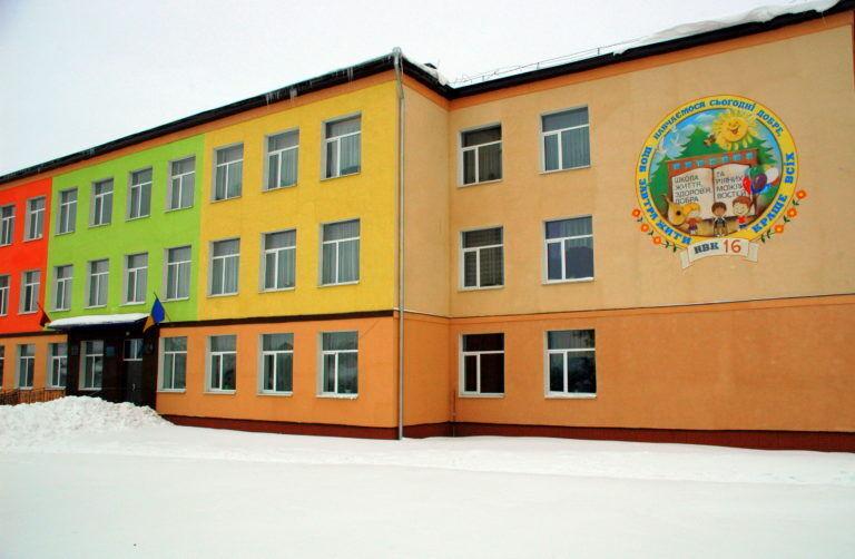 Школа №16 у Сумах, поруч із якою все і сталося