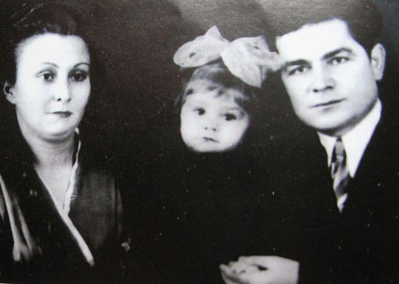 Василий Макух с женой и дочерью