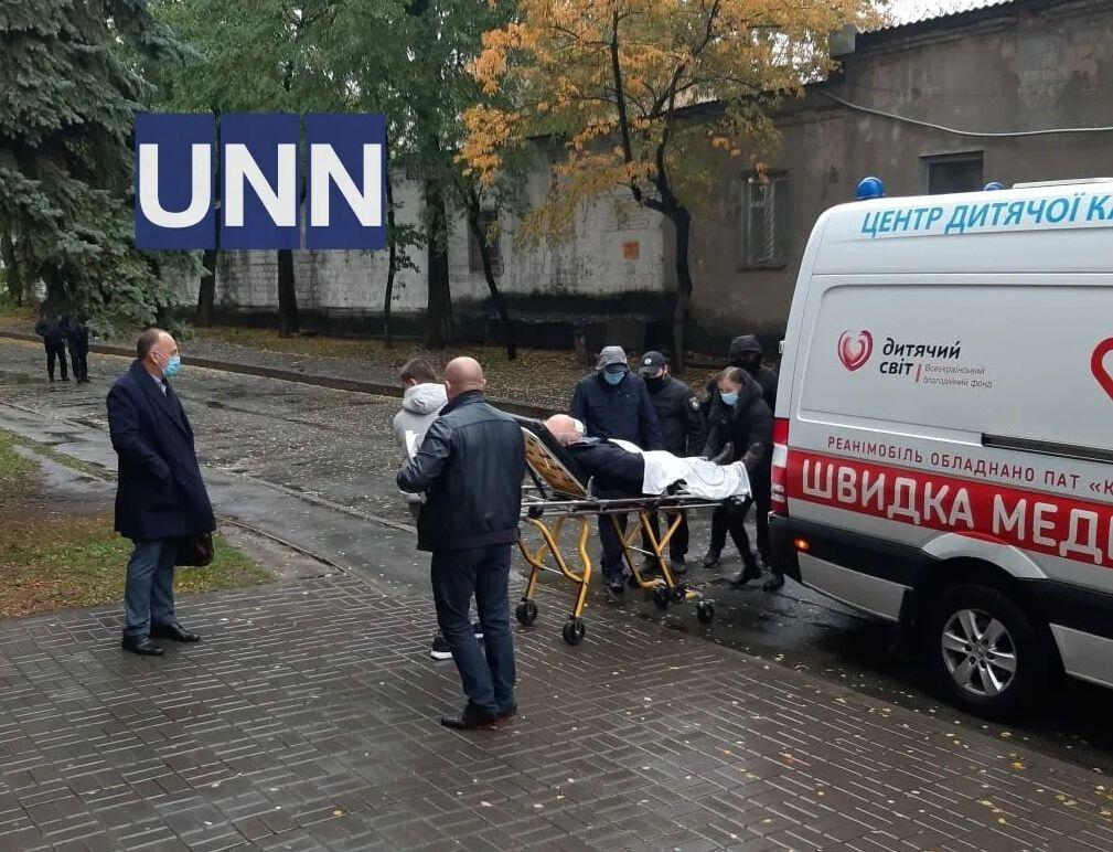 Назаренко доставили в суд уже на скорой и на носилках