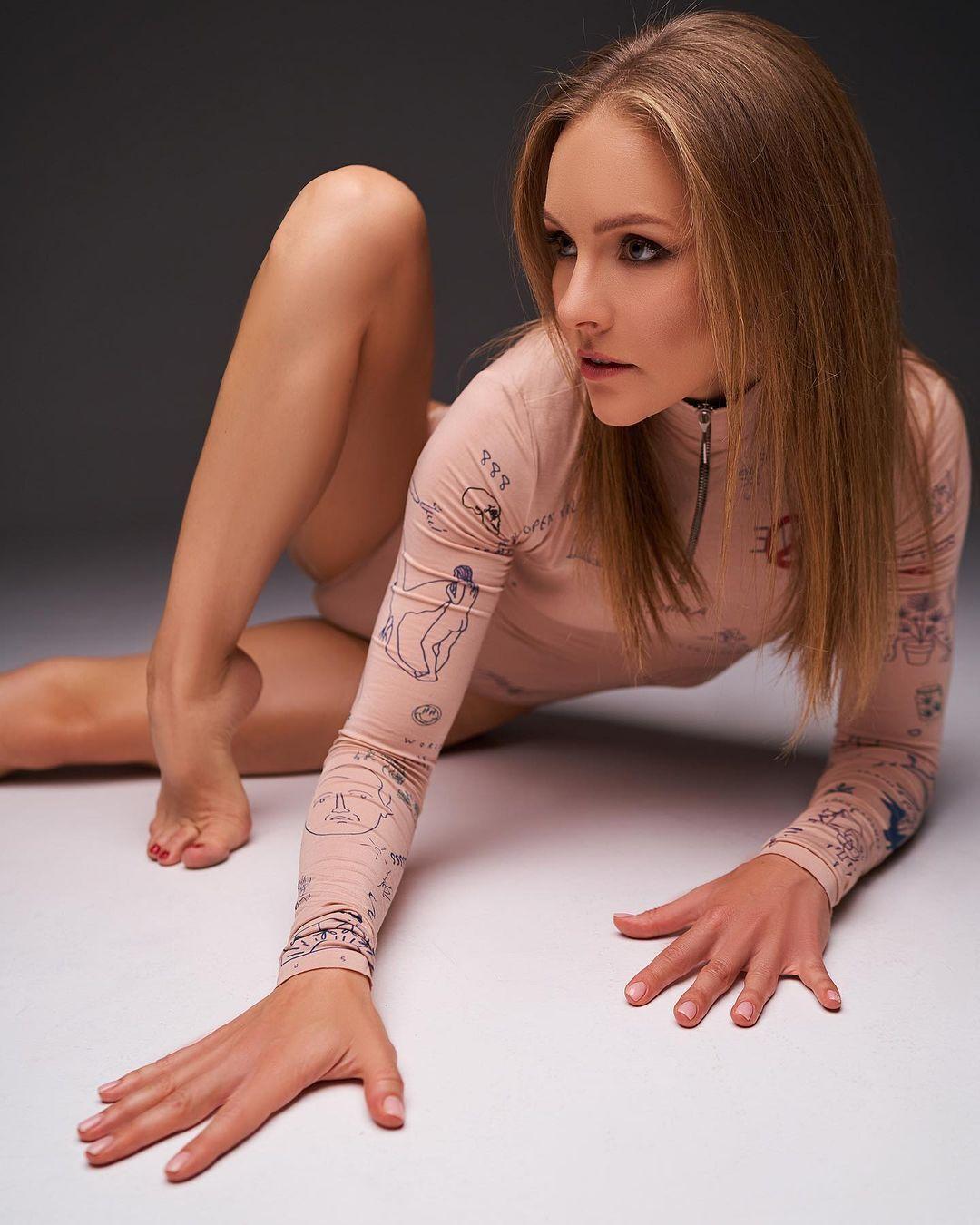 Алена Шоптенко показала поклонникам стройную фигуру