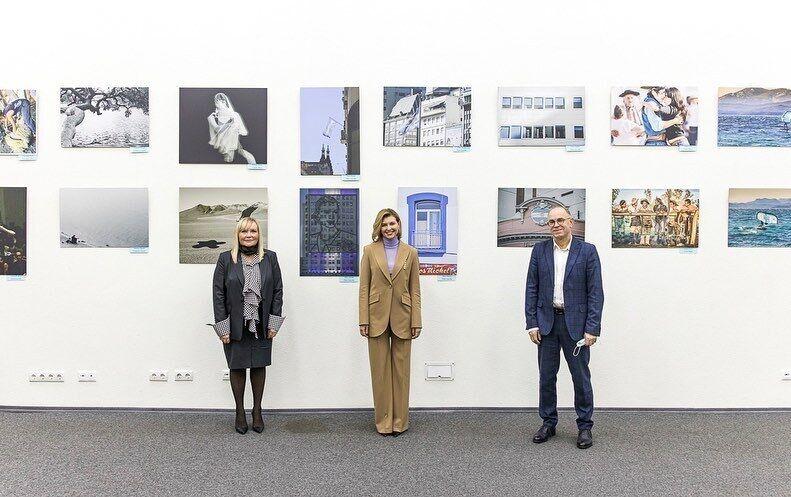 Елена Зеленская посетила выставку аргентинских фотографов