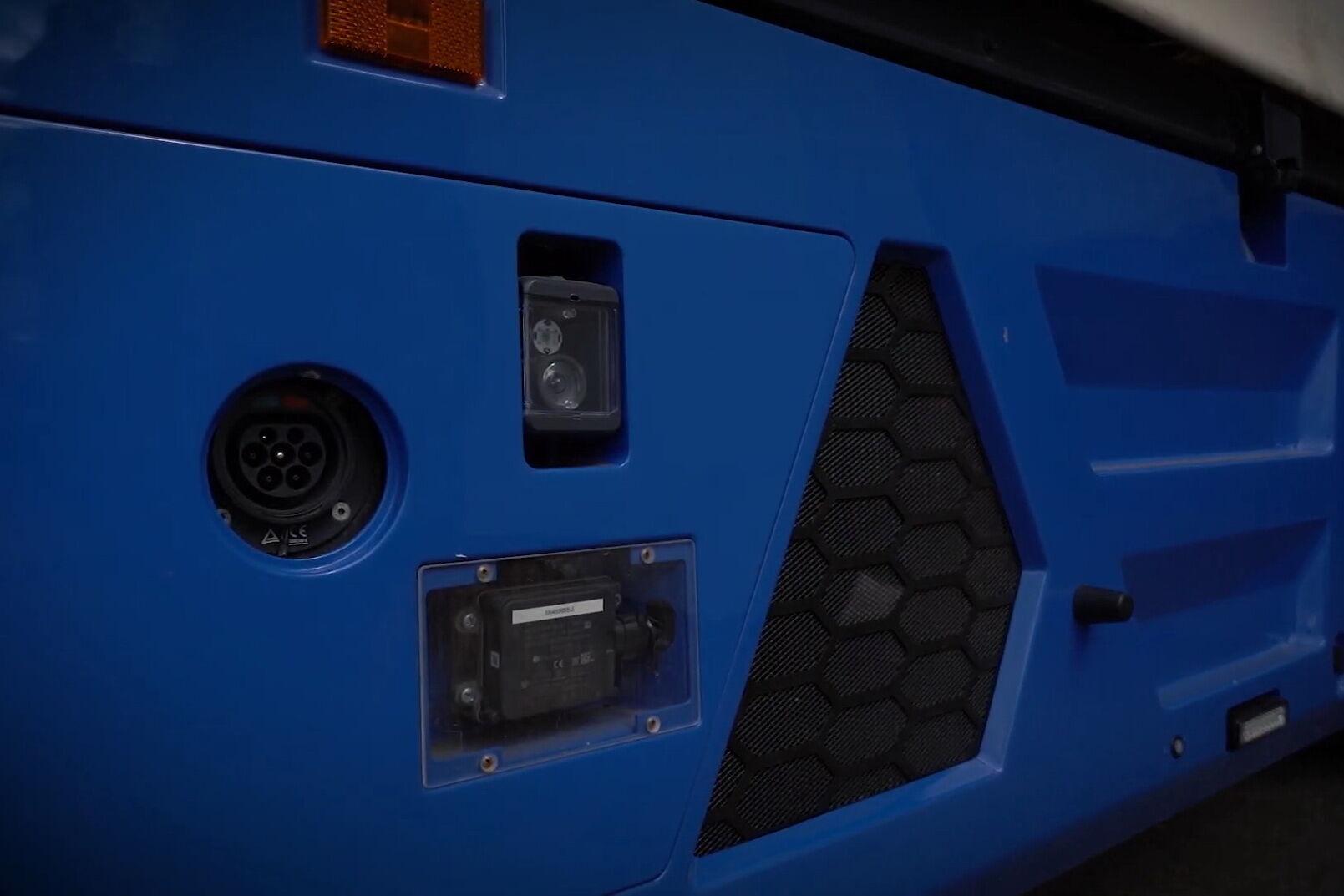 """Безпілотний електромобіль КамАЗ 3373 """"Човник"""" можна заряджати навіть від звичайної побутової мережі 220В"""