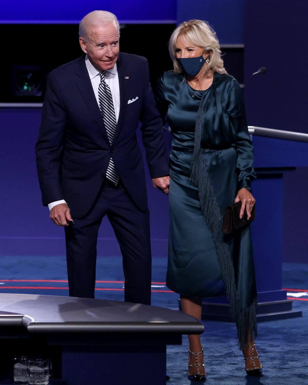 Струящееся платье – одно из самых популярных нарядов Джилл Байден