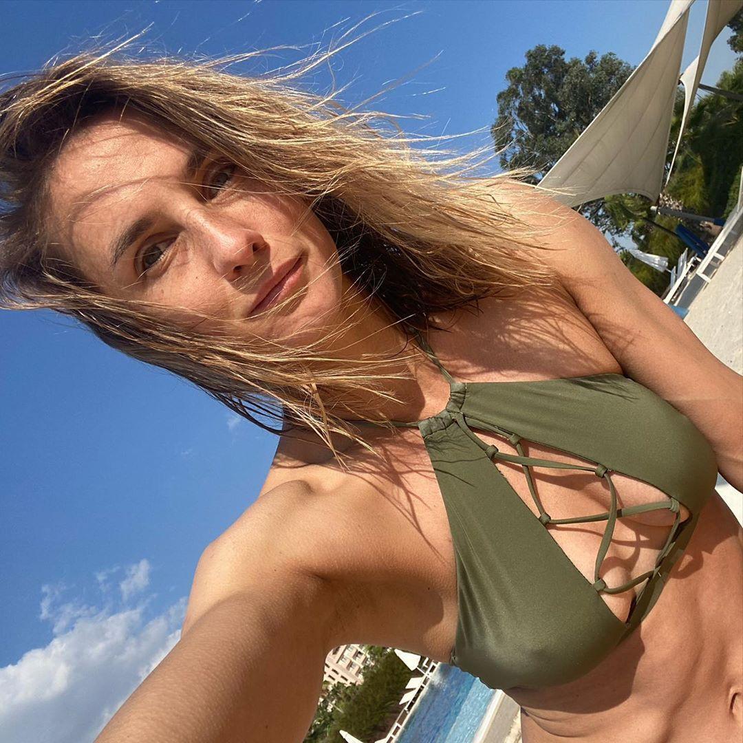 Леся Цуренко в сексуальному купальнику