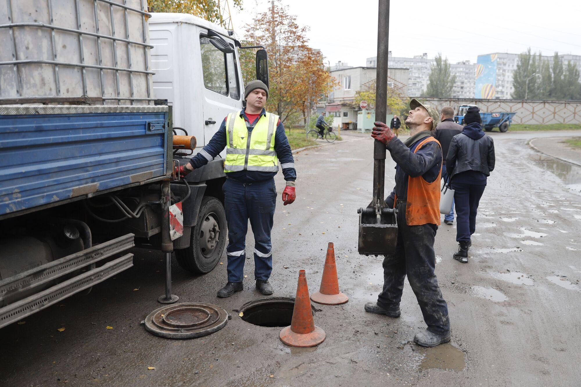 В Днепре завершают строительство сетей дождевой канализации в переулке Крушельницкой, на Донецком шоссе и ул. Богомаза