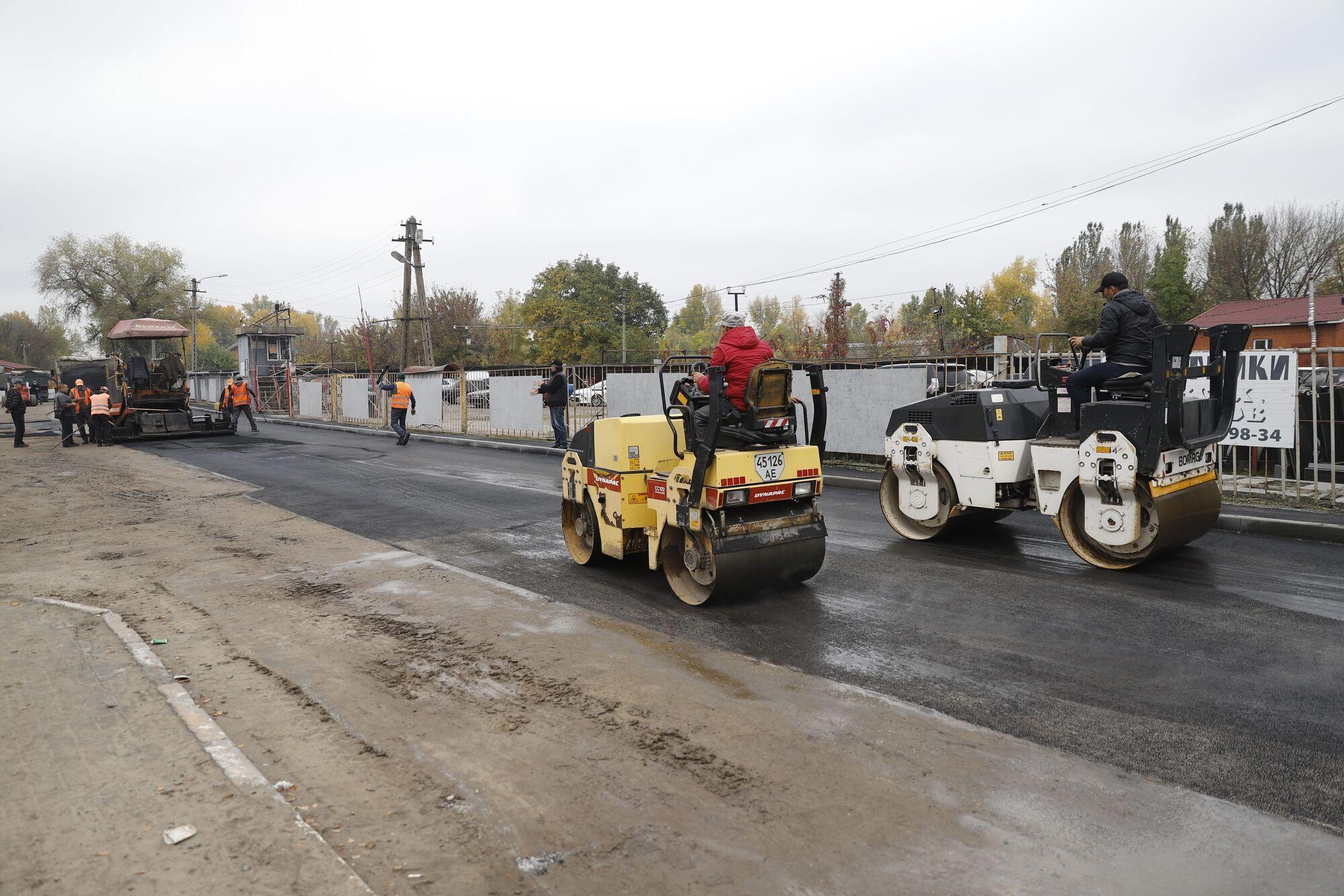 После завершения строительства в порядок приводят также дорогу и тротуары