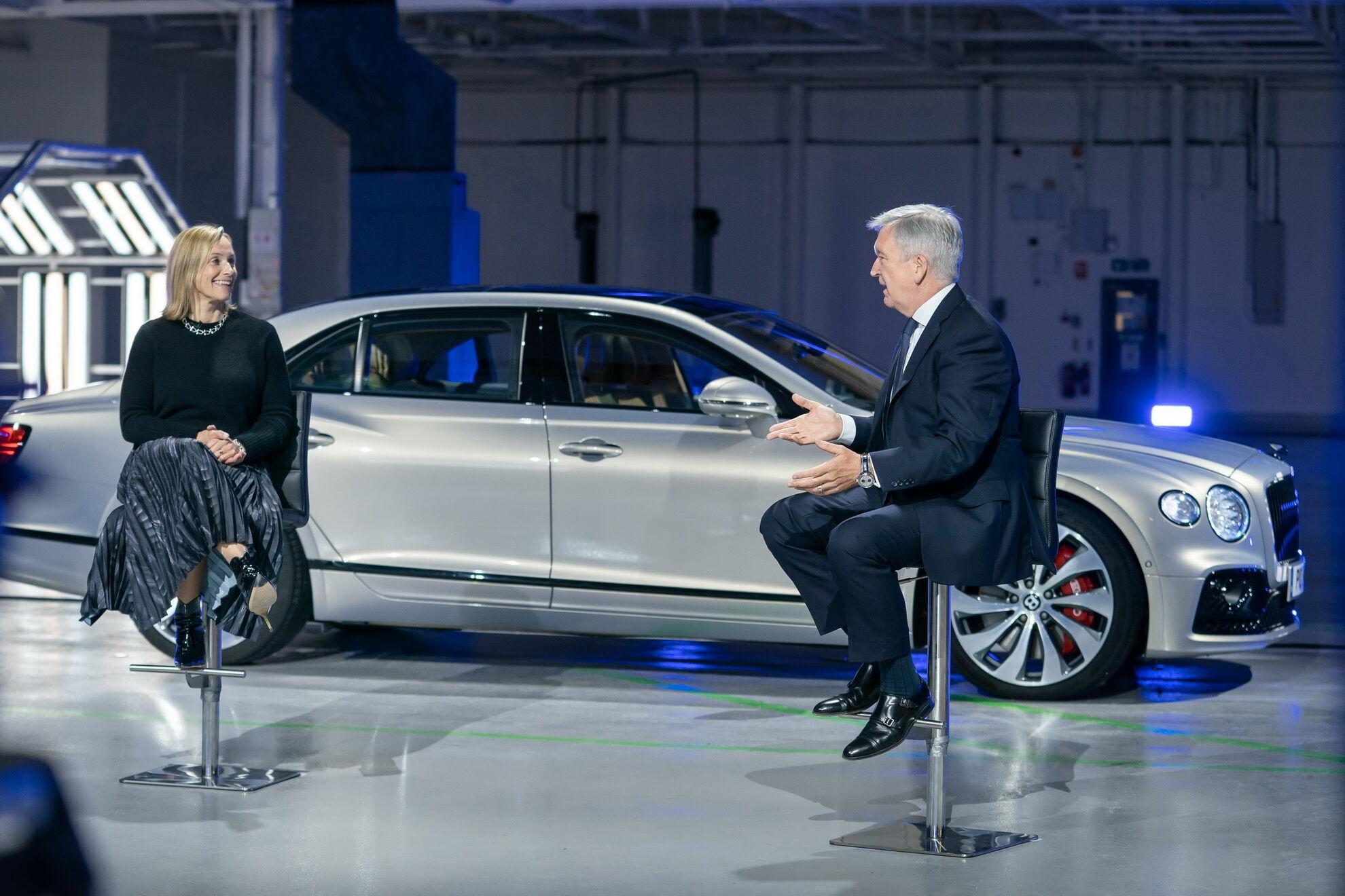 Руководитель Bentley Эдриан Холлмарк пообещал, что к 2026 году все модели компании будут гибридами или полностью электрическими
