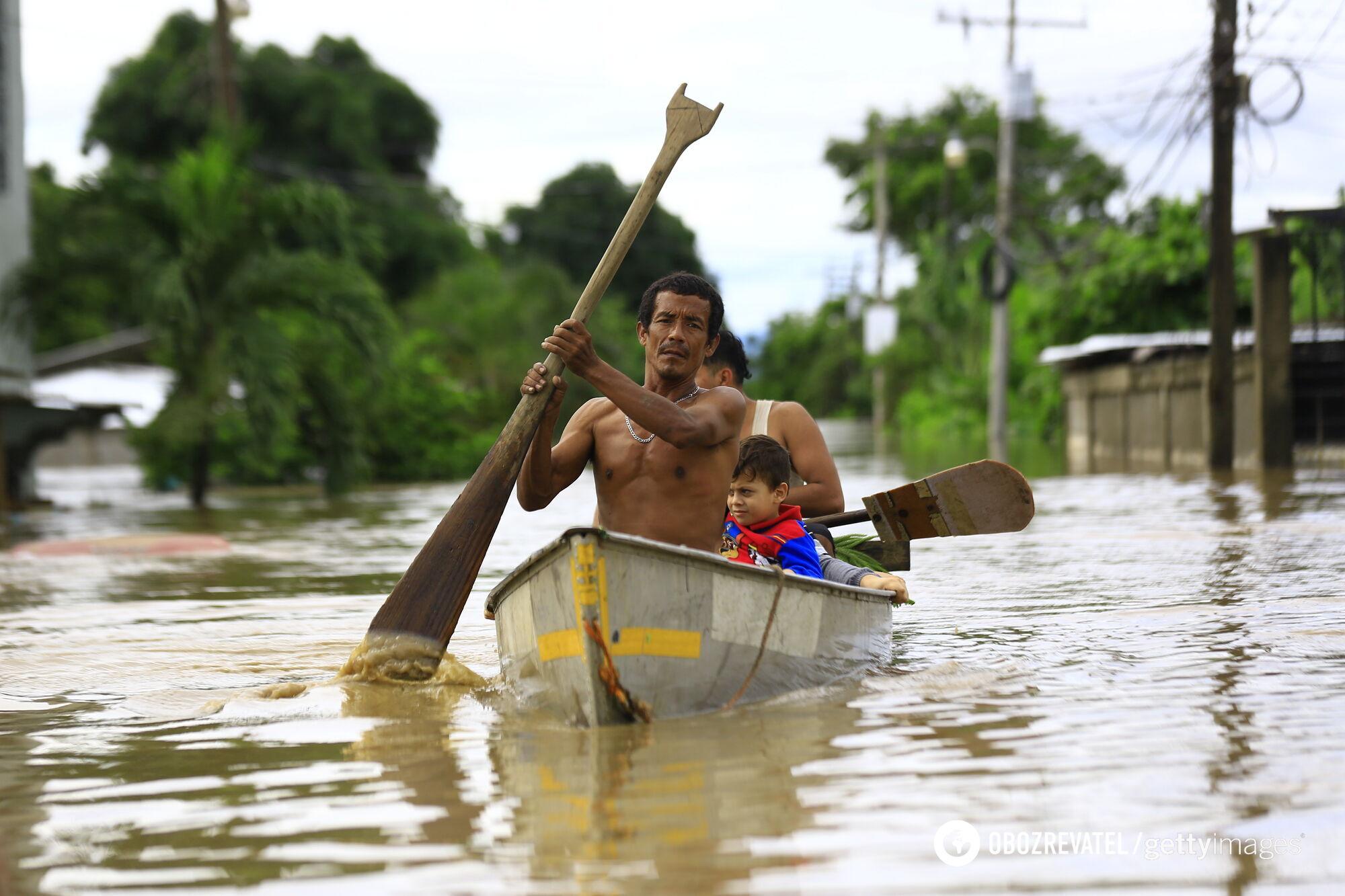 В городе Сан-Кристобаль-Верпас селевой поток убил 50 человек