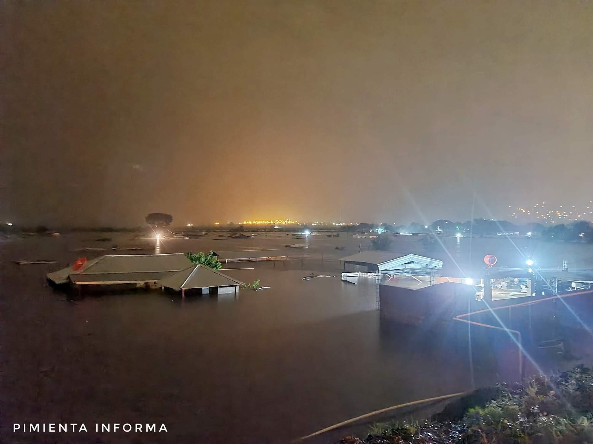 """Гондурас затопило из-за урагана """"Эта"""""""