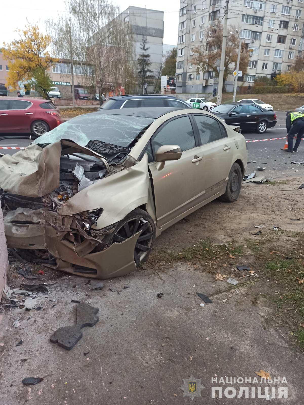 Водитель и четверо пассажиров Honda госпитализированы