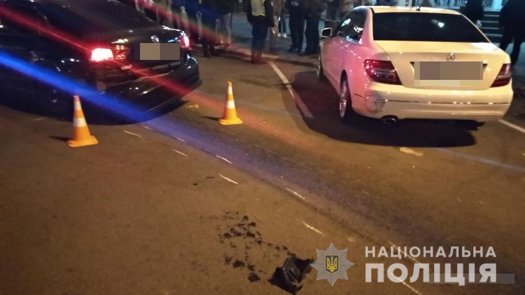 Легковое авто снесло пешеходов