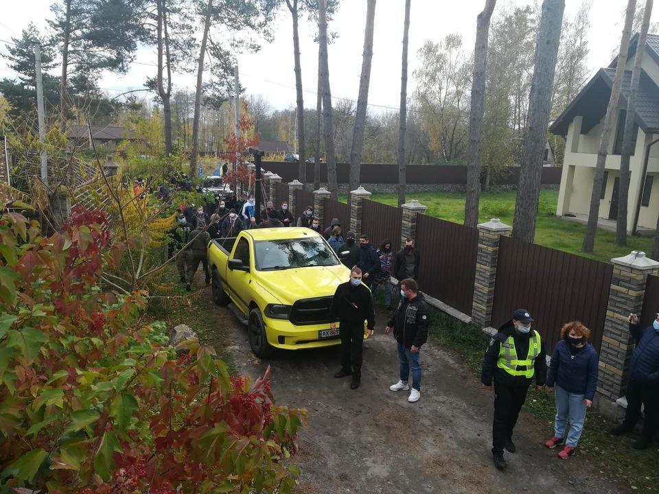 Активісти приїхали до будинку Тупицького під Києвом